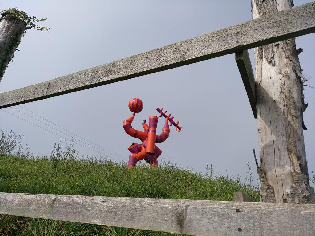 Escultura curiosa (cerca de Estación de San Cristobal)